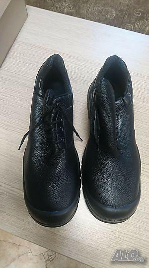 569e3b80733 Продавам нови работни обувки-половинки и зимни